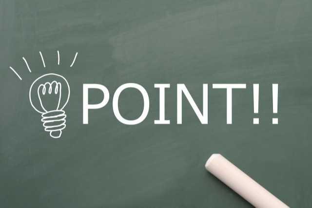黒板に書かれたpointの文字と電球